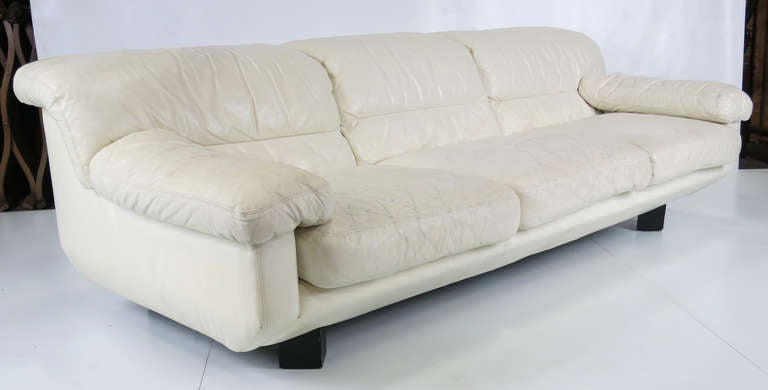Sleek 1980s Italian White Leather Sofa by Marco Zani In Good Condition For Sale In San Leandro, CA