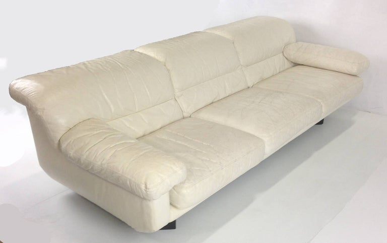 20th Century Sleek 1980s Italian White Leather Sofa by Marco Zani For Sale