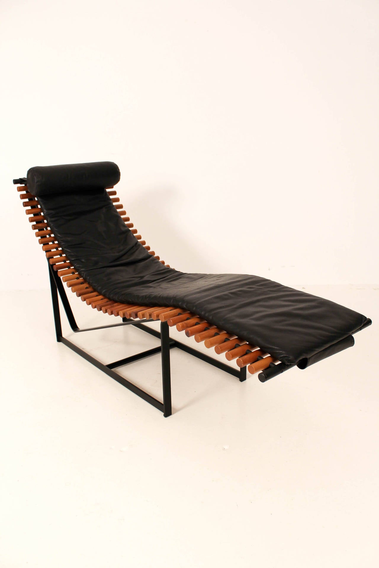 Funky mid century modern chaise longue 1970s at 1stdibs for Chaise longue moderne