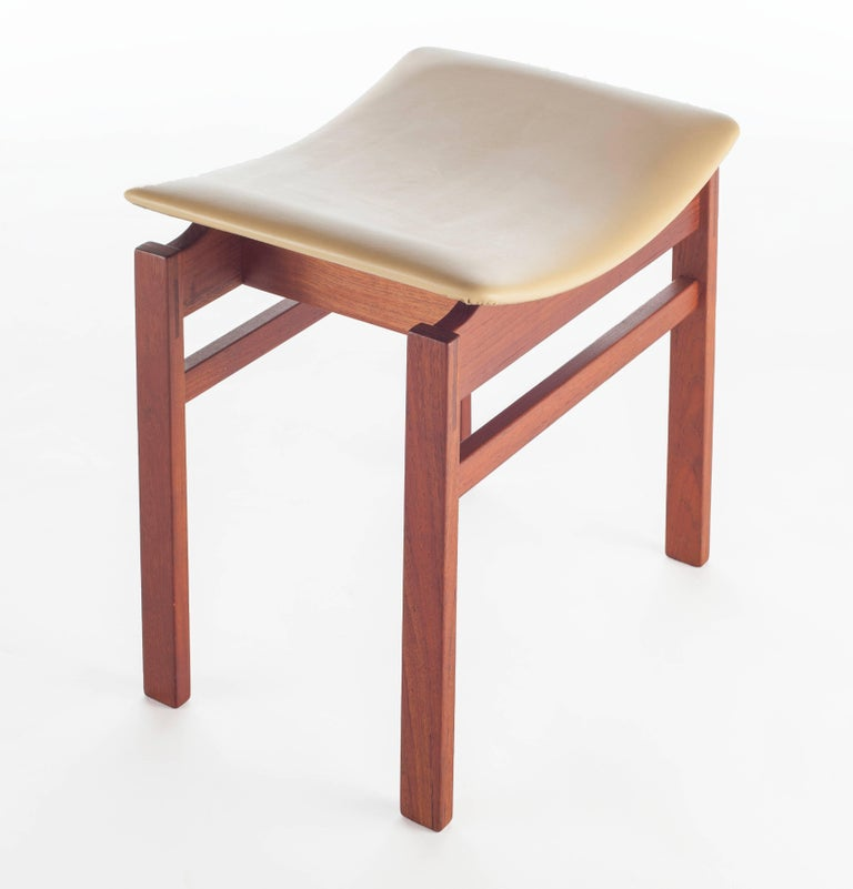 Set of Three Walnut and Leather Stools by Jens Risom, circa 1950s In Excellent Condition For Sale In Brooklyn, NY