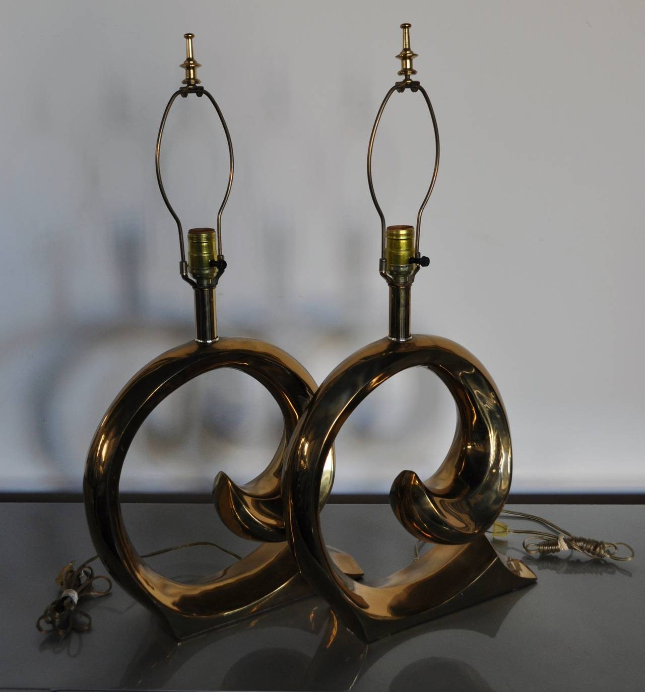 Mid-Century Modern Sculptural Brass Table Lamps, Pair In Good Condition In Lambertville, NJ