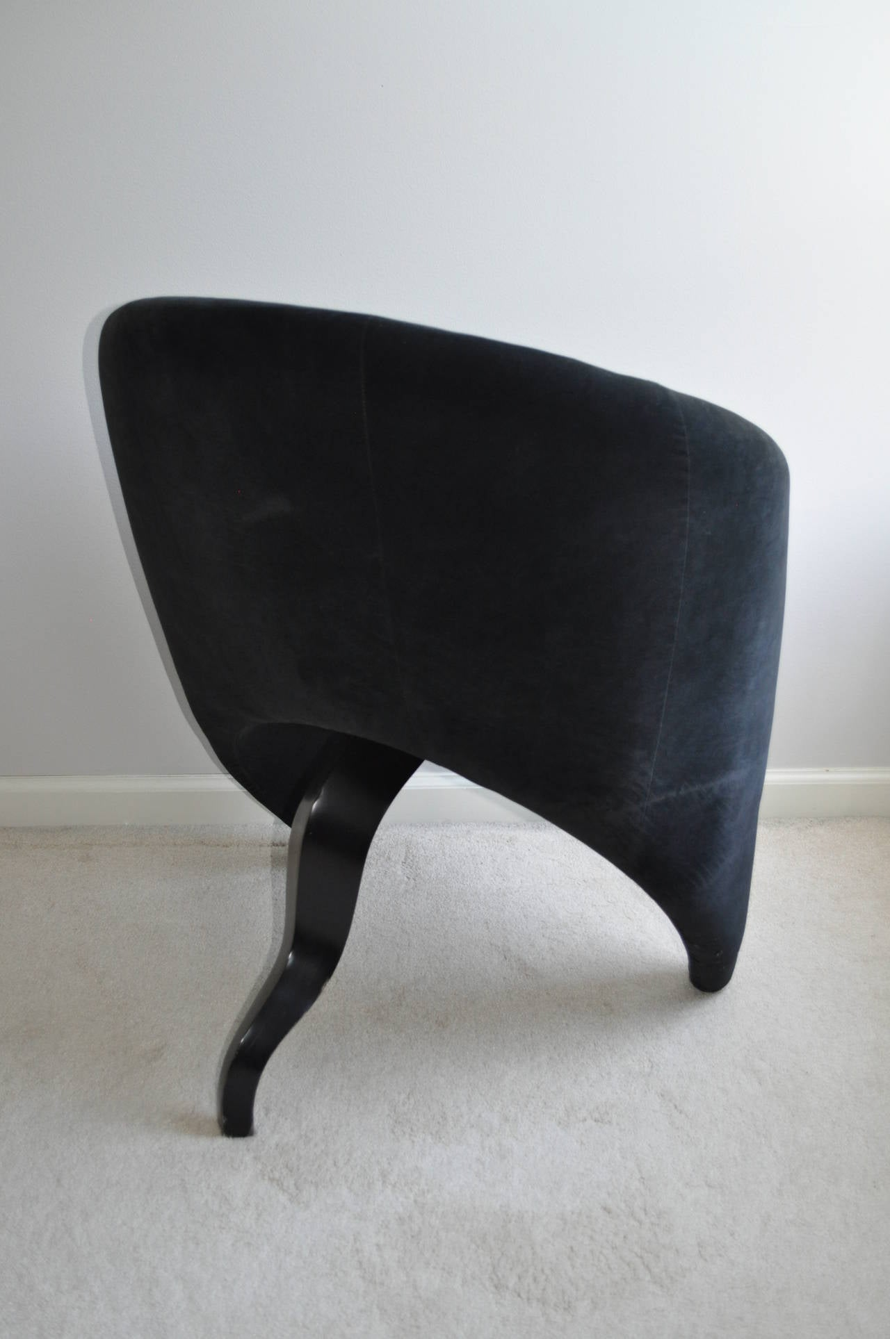 1980s Sculptural Three-Leg Modern Memphis Style Armchair In Good Condition For Sale In Lambertville, NJ