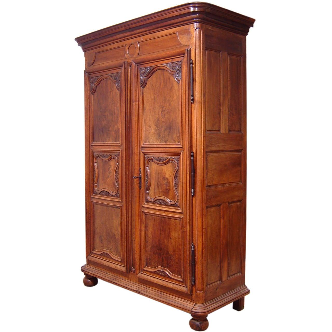 louis xiv walnut lyon cabinet at 1stdibs. Black Bedroom Furniture Sets. Home Design Ideas