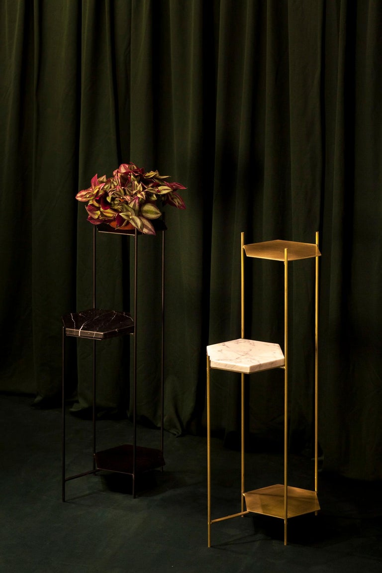 BEE Minimalist Side Table in Brass and Marble by Ries In New Condition For Sale In Buesnos Aries, CABA