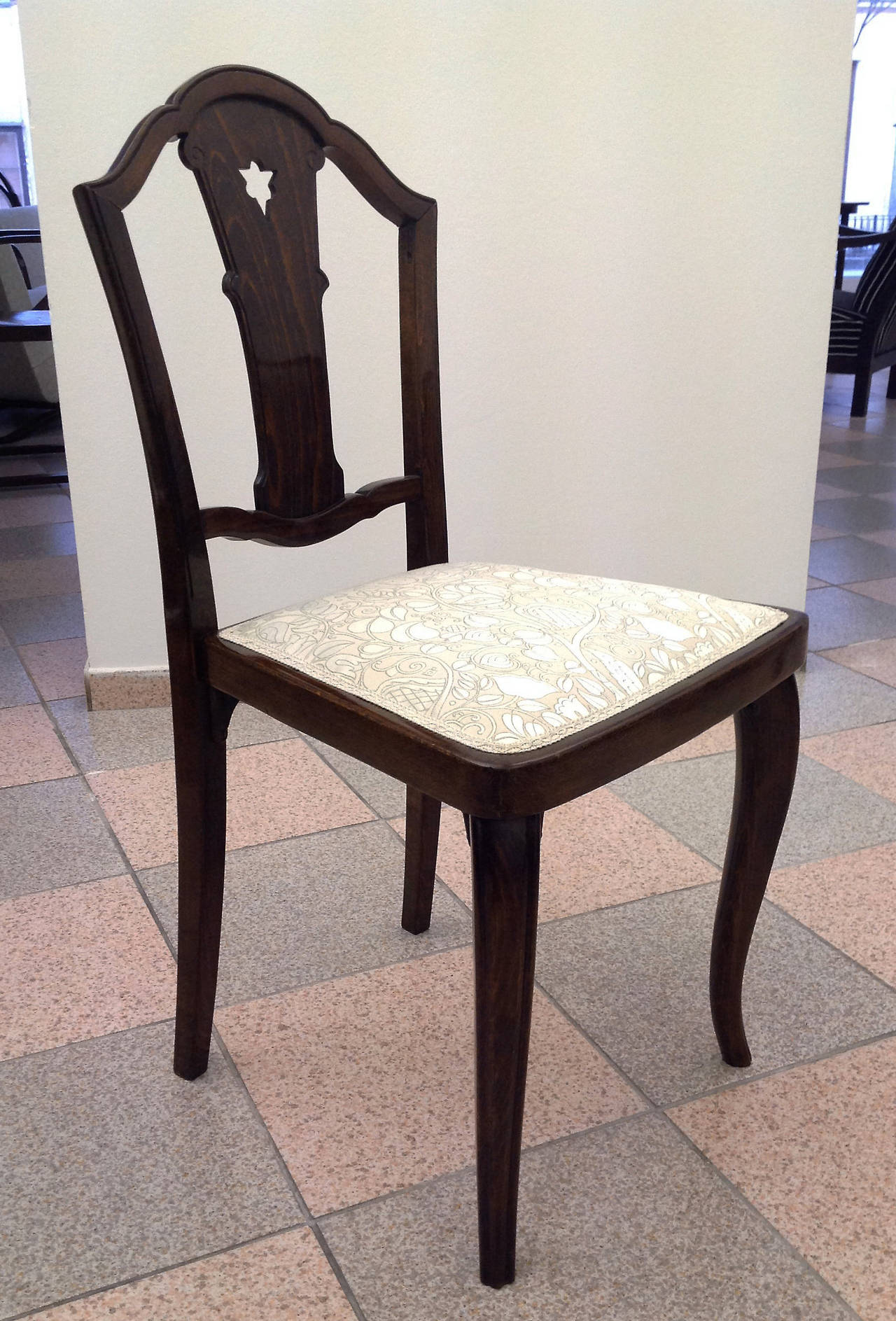 Set of Four Thonet Chairs Attributed to Otto Prutscher For Sale 1
