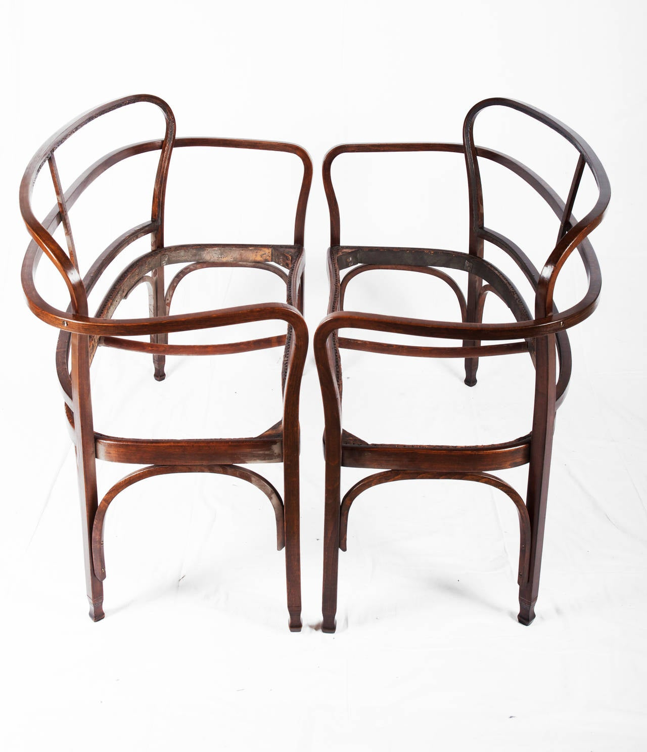 An exquisite and very seldom Vienna Secession bentwood settee by Gustav Siegel.