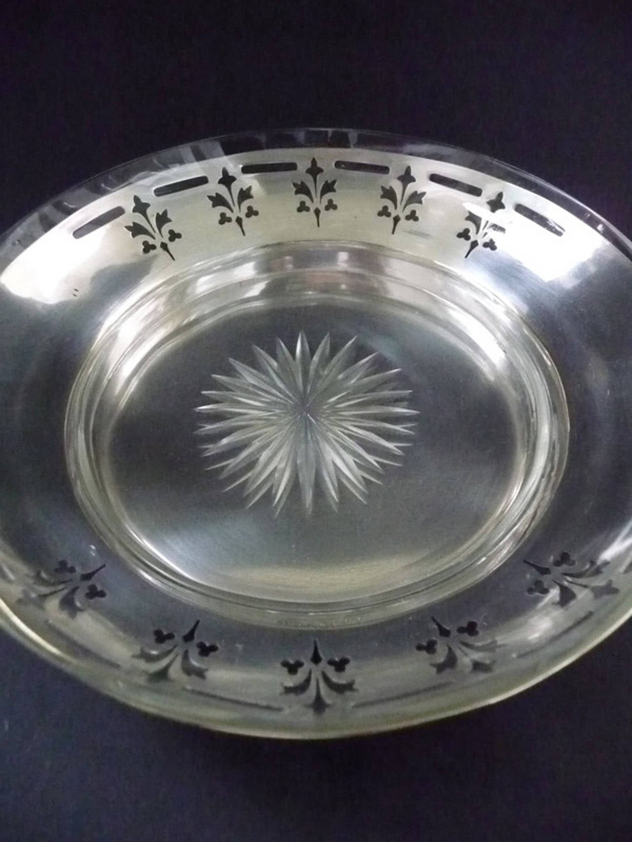 Vienna Secession decorative elegant silvered Argentor Wien Jardiniere with original crystal glass insert from about 1907.  Used undamaged condition with silver wear, no chips on crystal glass. Signed Argentor VIENNA IG  An attractive original