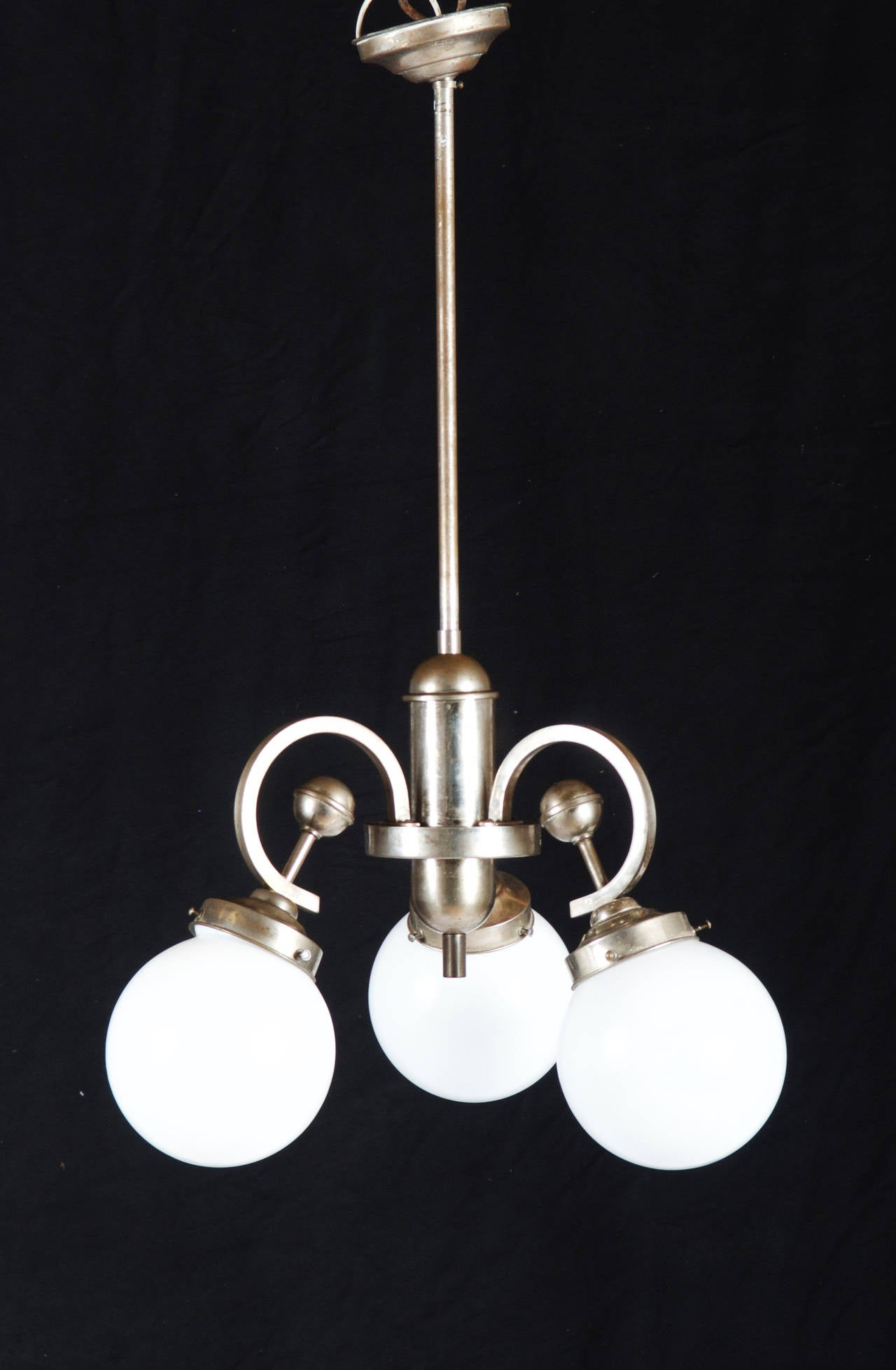 Art Deco Pendant Chandelier In Excellent Condition For Sale In Vienna, AT