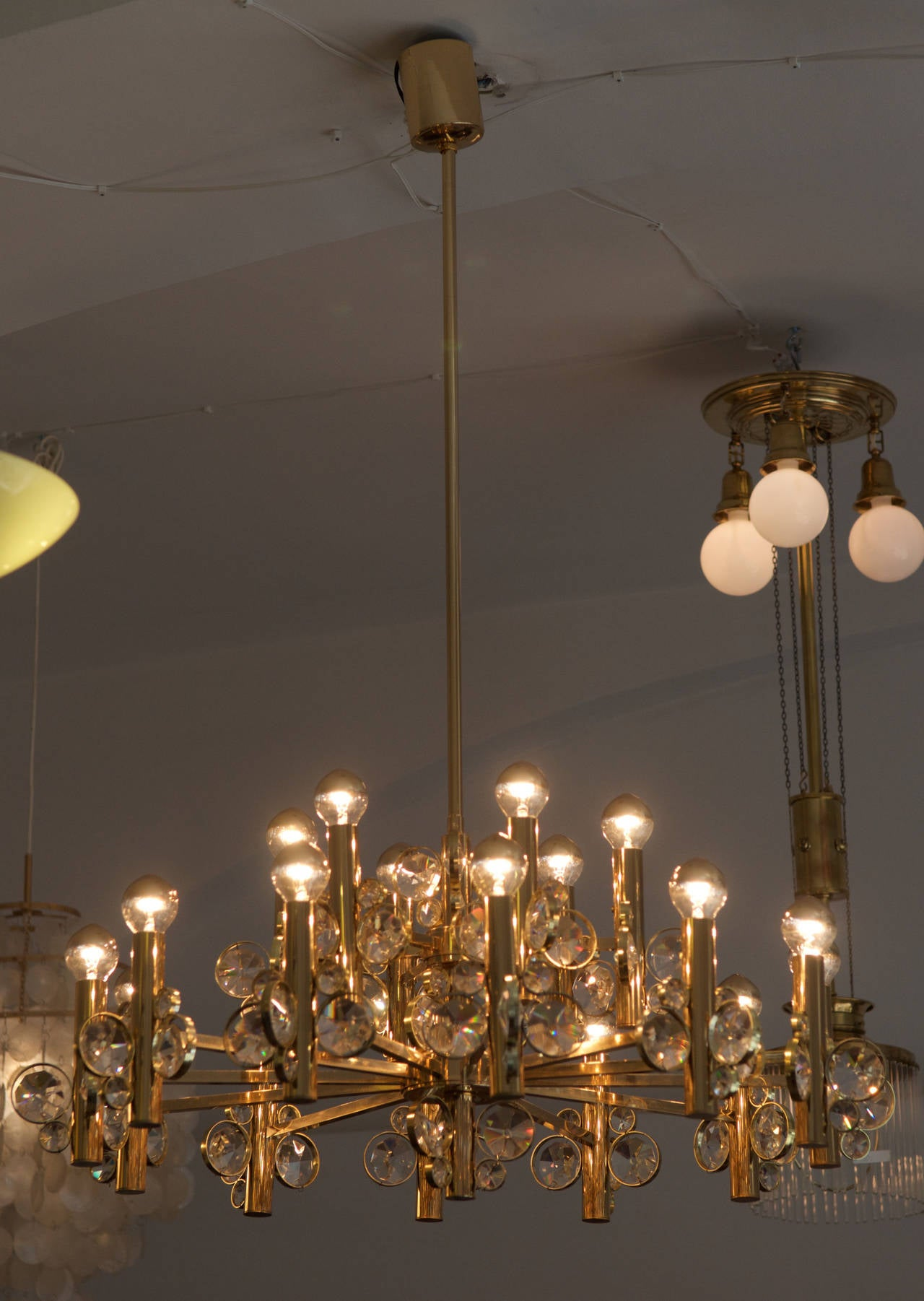 Large Impressive Cut Crystal Chandelier Attributed to Gaetano Sciolari For Sale 2
