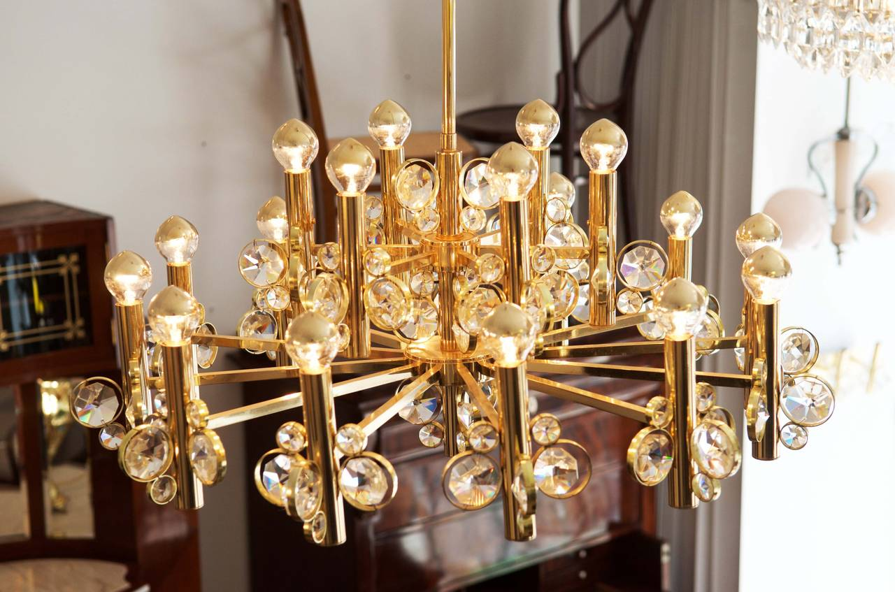 Large Impressive Cut Crystal Chandelier Attributed to Gaetano Sciolari In Excellent Condition For Sale In Vienna, AT