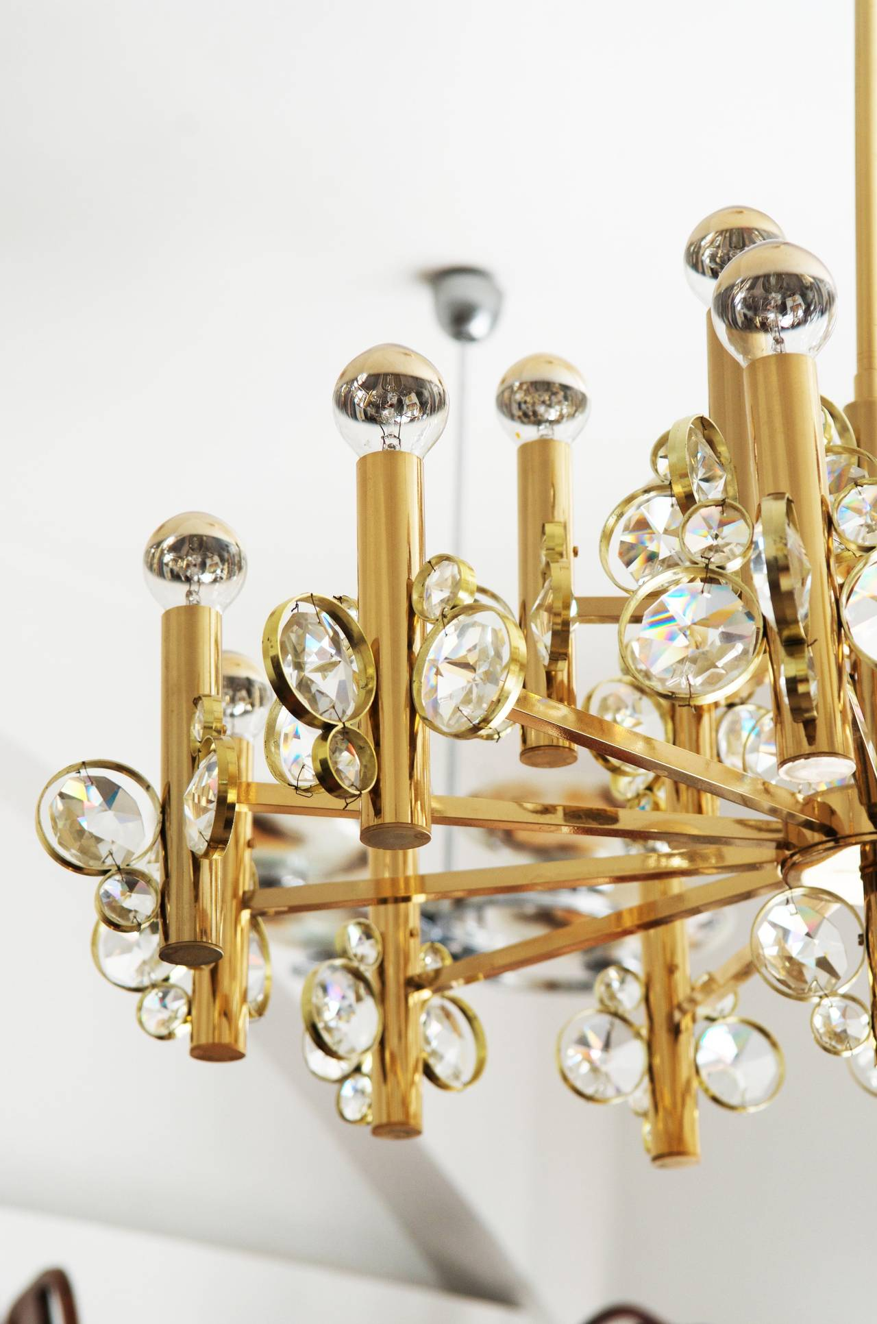 Impressive and stunning crystal chandelier from about 1960s attributed to Gaetano Sciolari.