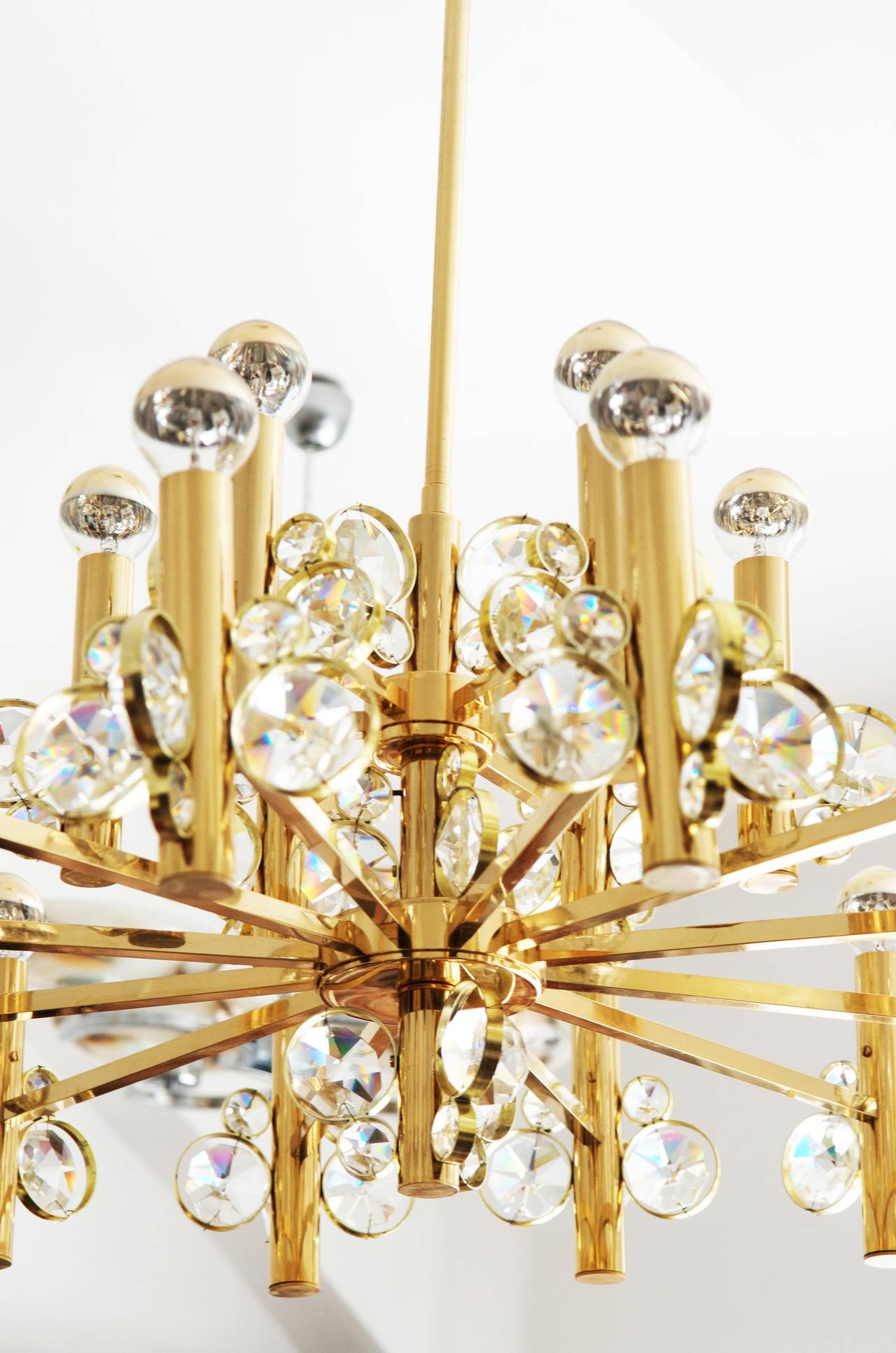 Mid-Century Modern Large Impressive Cut Crystal Chandelier Attributed to Gaetano Sciolari For Sale