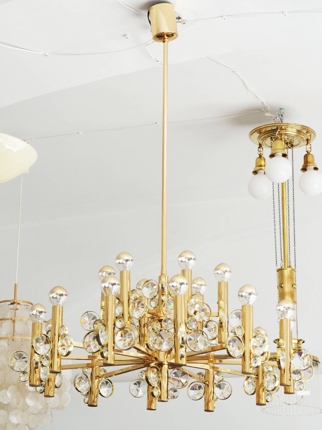 Italian Large Impressive Cut Crystal Chandelier Attributed to Gaetano Sciolari For Sale