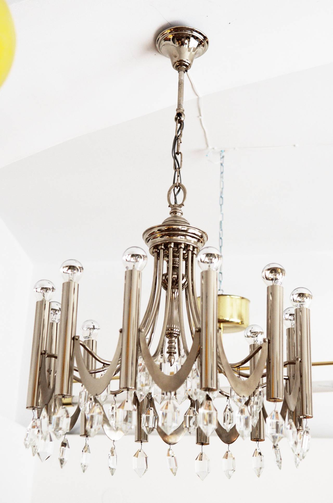 Large 1960s chandelier attributed to Gaetano Sciolari. Frame designed with twelve arms and 48 crystals. The crystals are in the style of the Austrian manufacturers Bakalowits. Dimensions: Height 46 cm. Diameter: 56 cm. The chain can be adjusted