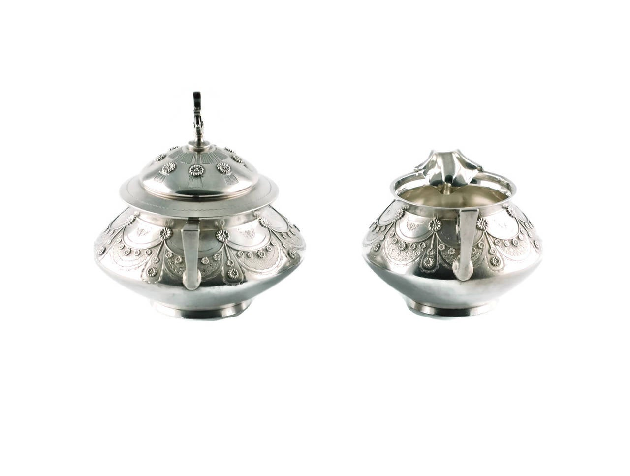 Tiffany & Co Aesthetic Movement Sterling Silver Cream and Sugar Set In Good Condition For Sale In Cincinnati, OH