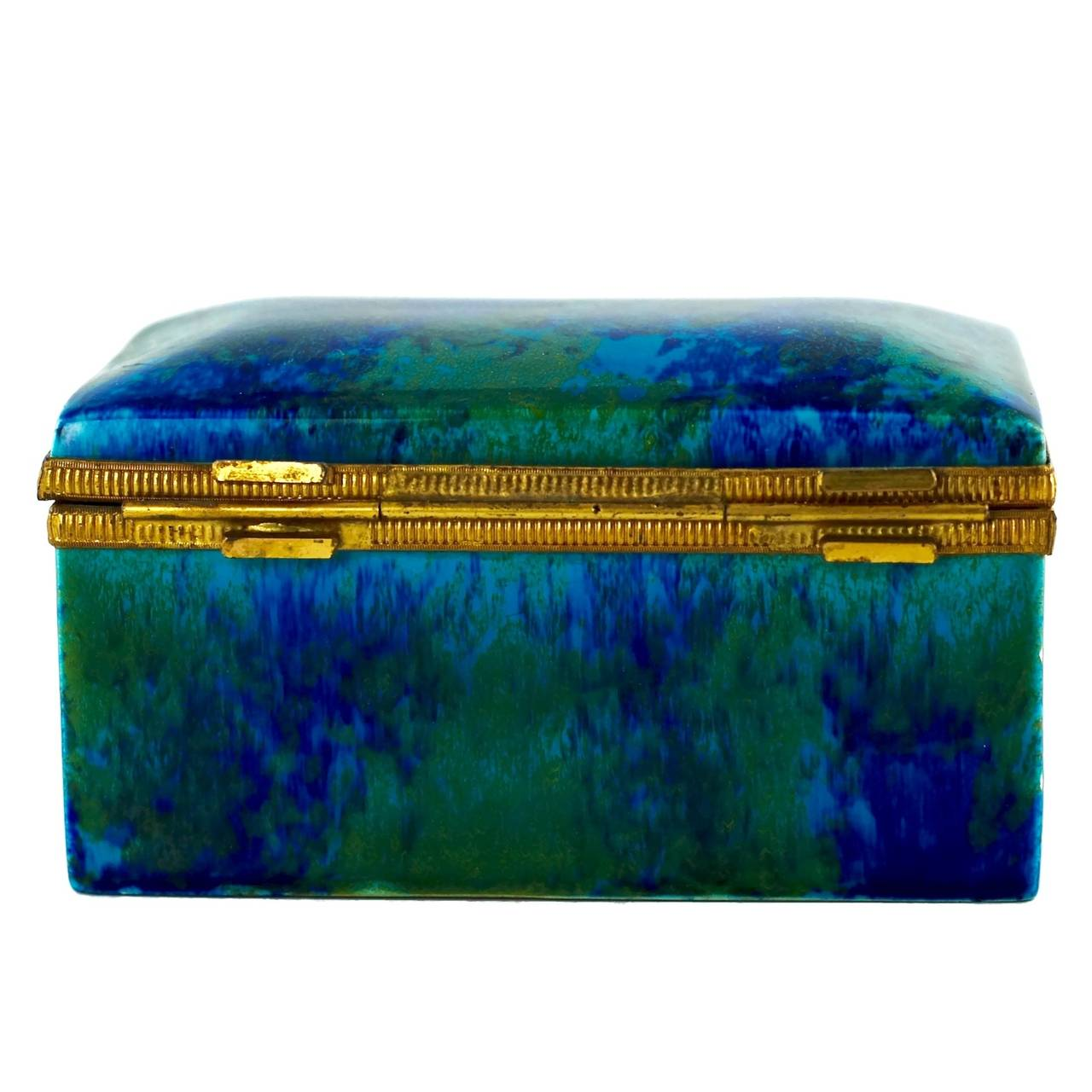 Paul Milet Sèvres Porcelain Hinged Dresser Box with Ormolu Mounts In Good Condition For Sale In Cincinnati, OH
