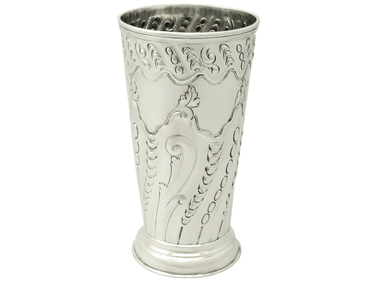 sterling silver vase antique victorian for sale at 1stdibs. Black Bedroom Furniture Sets. Home Design Ideas