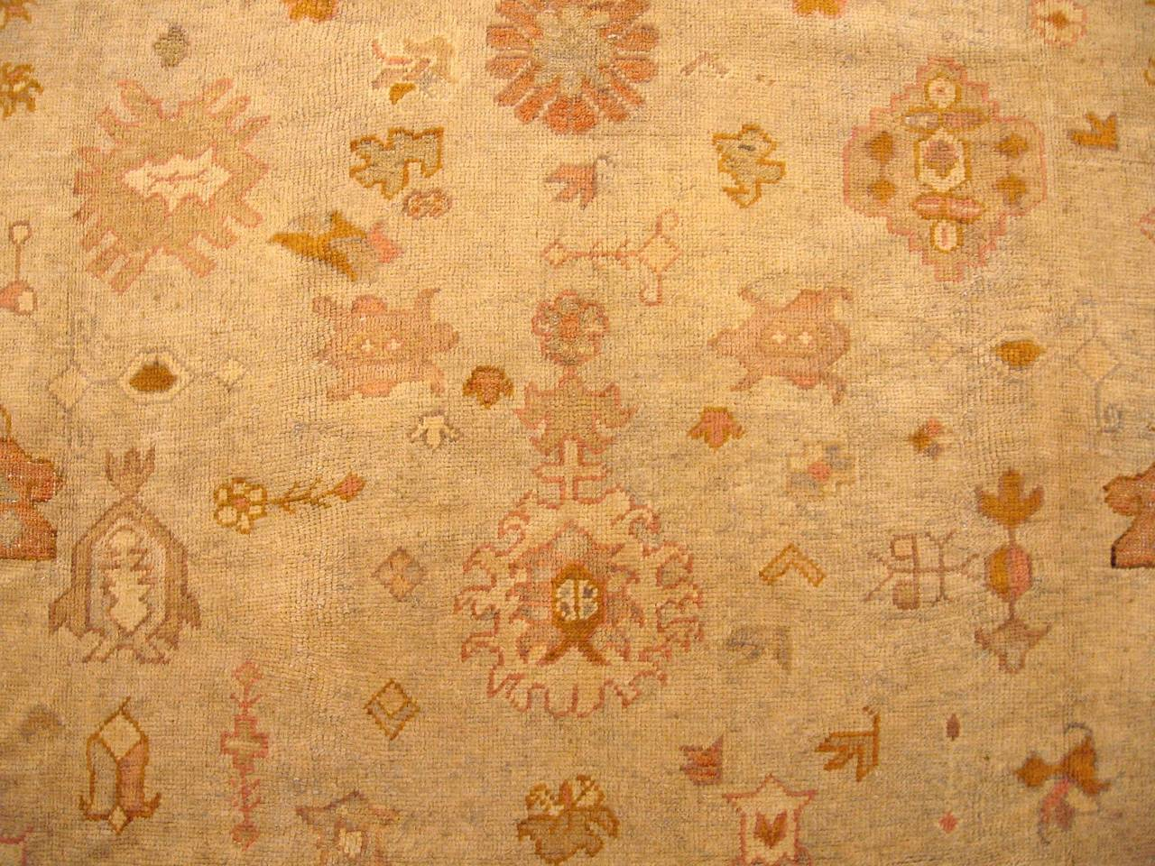 Antique Turkish Oushak Oriental Carpet, Large Size, Soft Colors & Allover Design In Good Condition For Sale In New York, NY