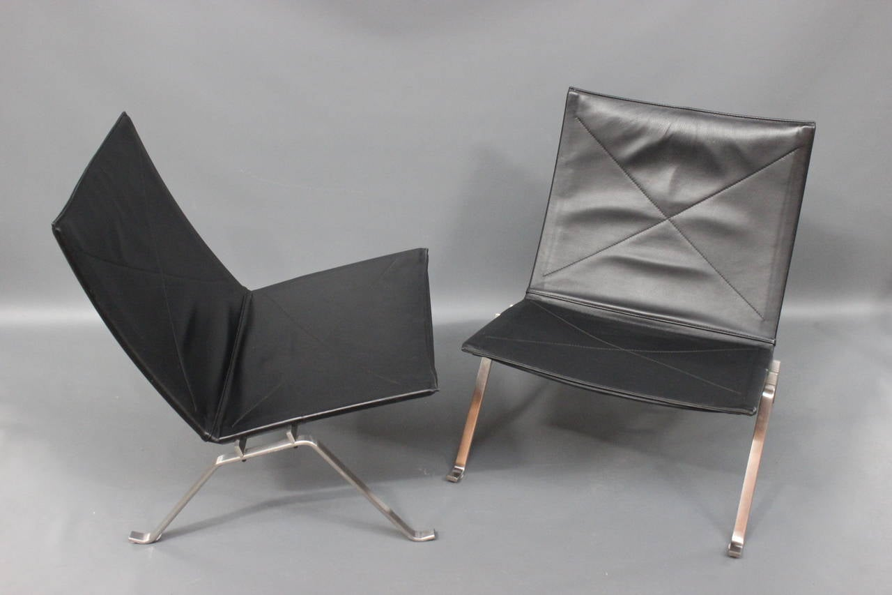 pk22 lounge chairs by poul kj rholm made by fritz hansen at 1stdibs. Black Bedroom Furniture Sets. Home Design Ideas