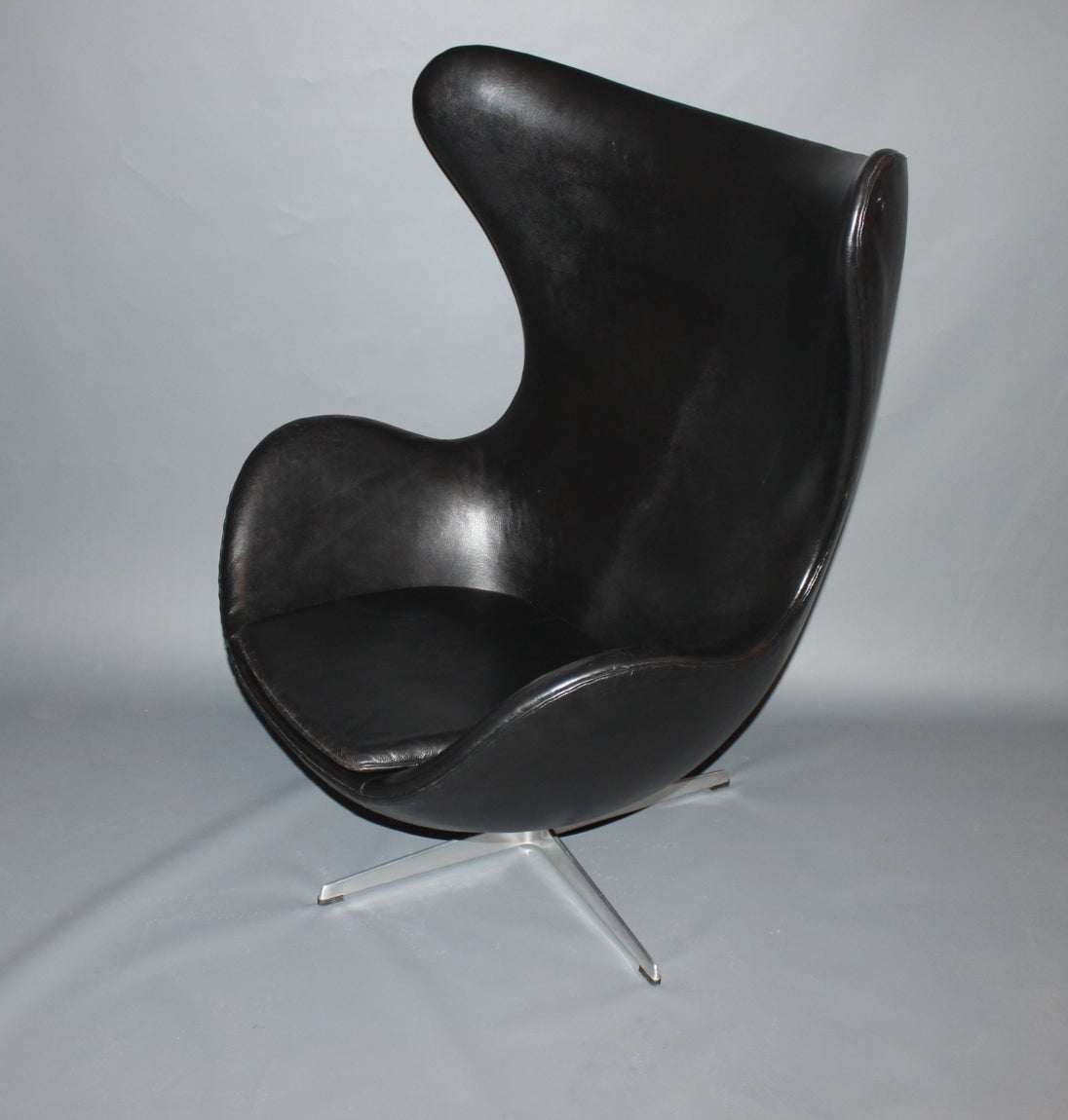 arne jacobsen egg chair with original upholstery by fritz hansen circa 1963 at 1stdibs. Black Bedroom Furniture Sets. Home Design Ideas