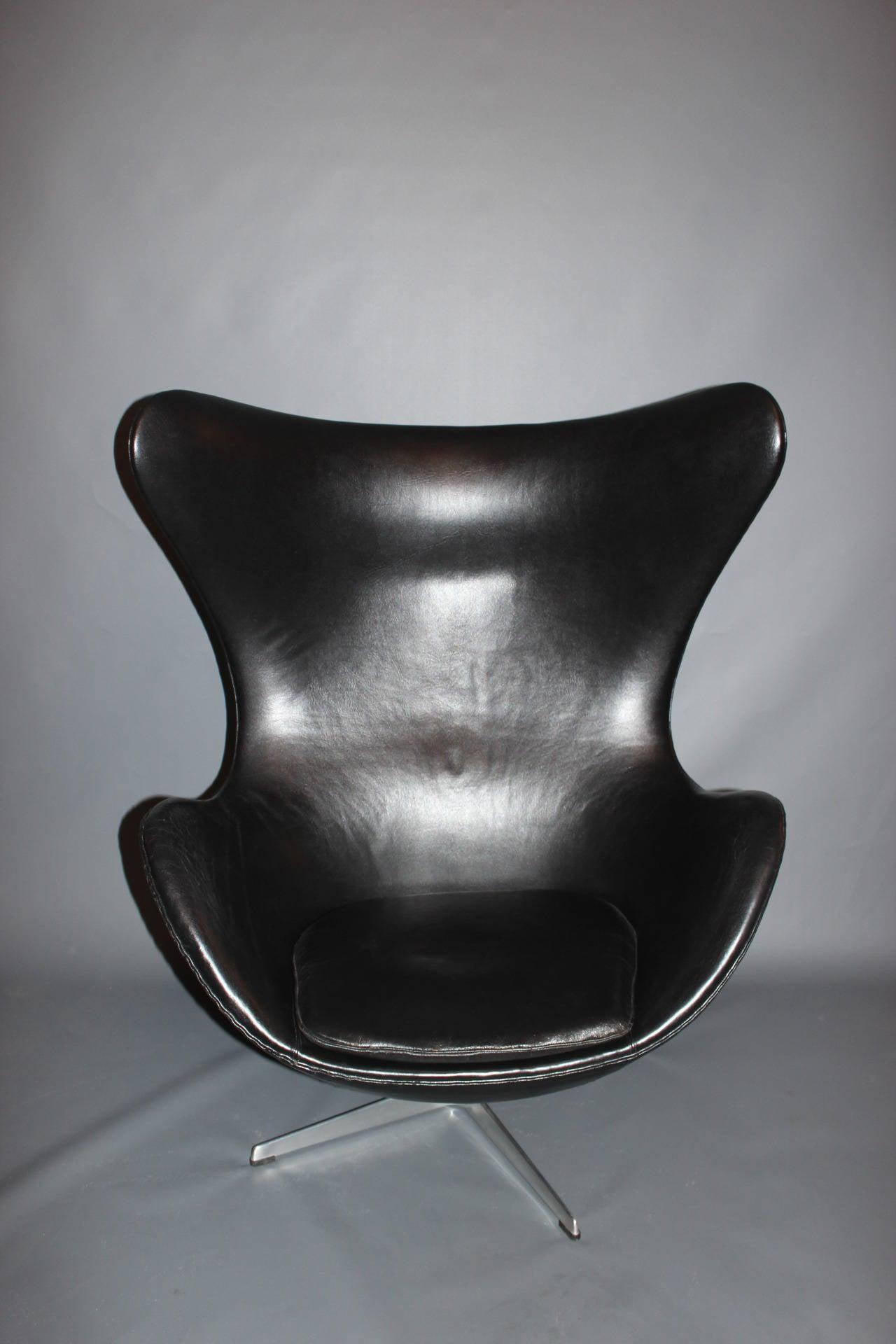 The Egg, Model 3316, Original Upholstery by Arne Jacobsen & Fritz Hansen, 1963 For Sale 3
