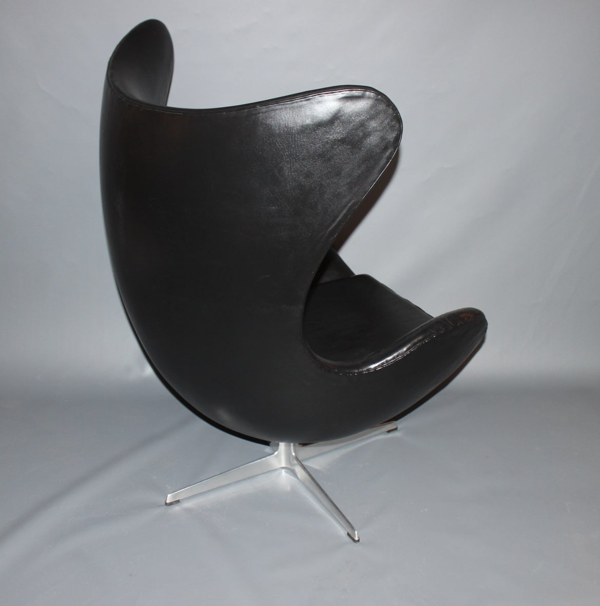 arne jacobsen egg chair with original upholstery by fritz hansen c 1963 for sale at 1stdibs. Black Bedroom Furniture Sets. Home Design Ideas