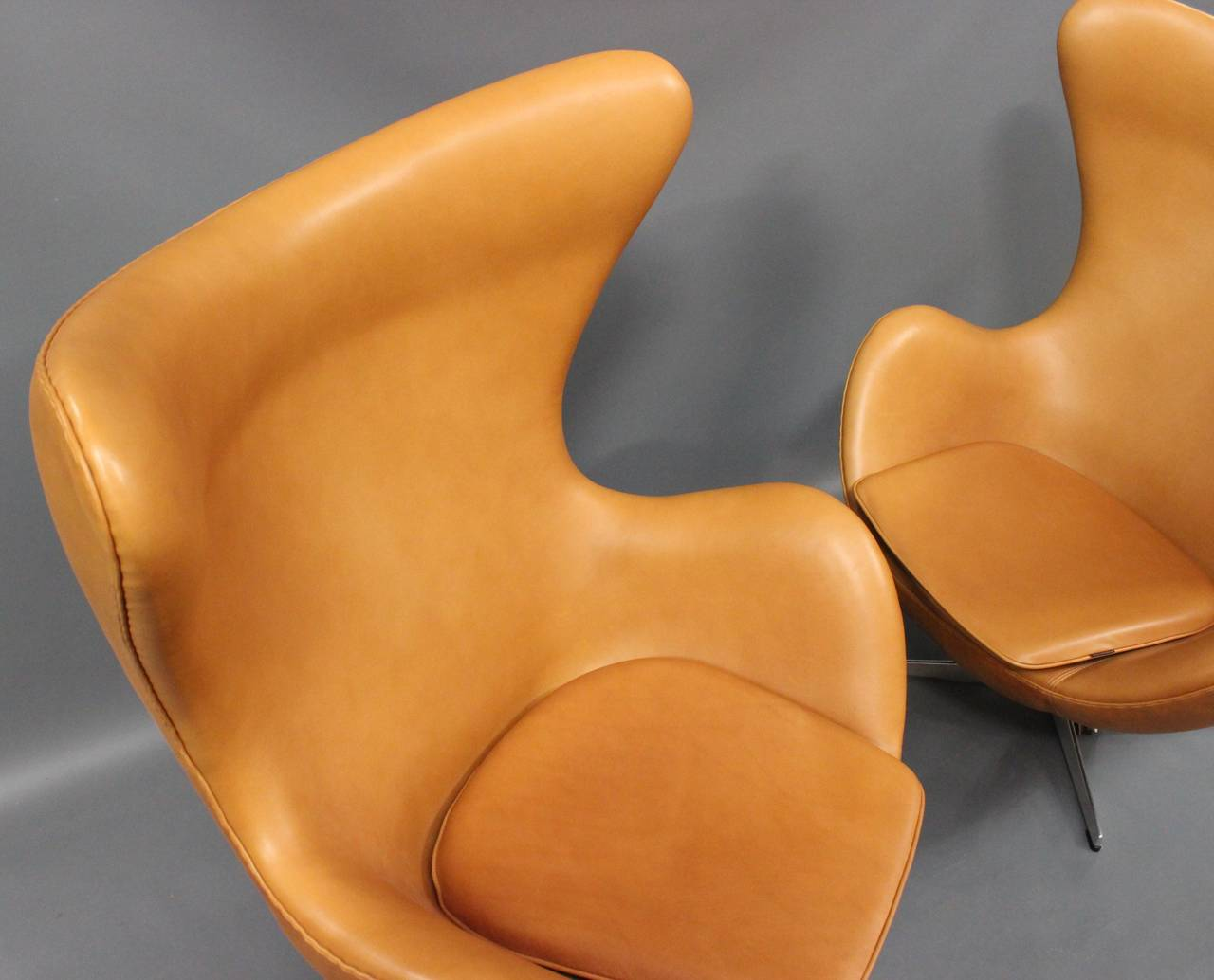 The Egg, model 3316, by Arne Jacobsen,and by Fritz Hansen For Sale 1
