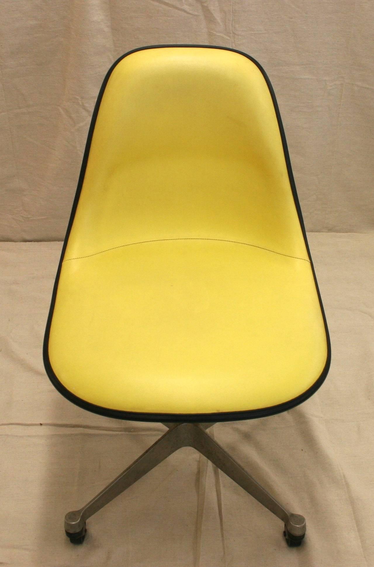 Painted wooden high chair - Midcentury Herman Miller Fiberglass Shell Chair 2