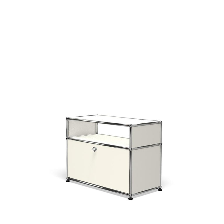 For Sale: White (Pure White) Haller Side Table 0118 by USM 2