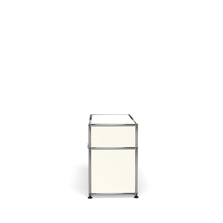For Sale: White (Pure White) Haller Side Table 0118 by USM 3