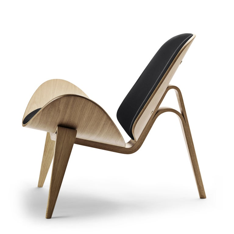 For Sale: Black (Thor 301) CH07 Shell Chair in Oak White Oil with Leather Seat by Hans J. Wegner 2