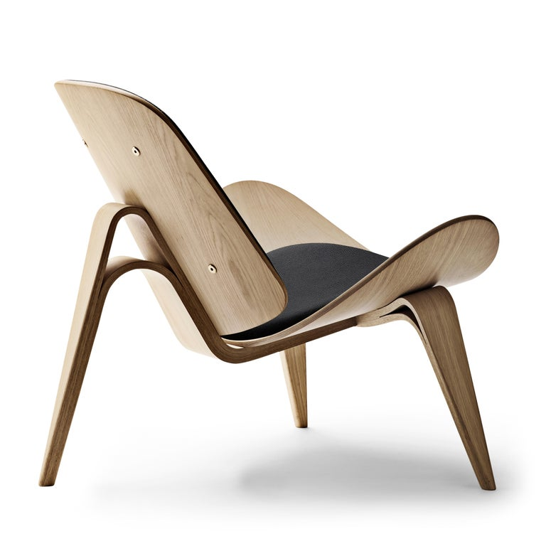 For Sale: Black (Thor 301) CH07 Shell Chair in Oak White Oil with Leather Seat by Hans J. Wegner 3