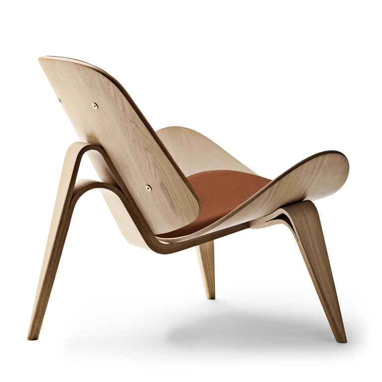 For Sale: Brown (Thor 307) CH07 Shell Chair in Oak White Oil with Leather Seat by Hans J. Wegner 3