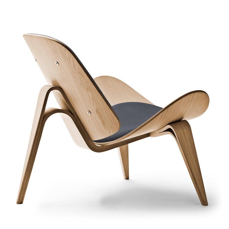 For Sale: Gray (Kvadrat Fiord 171) CH07 Shell Chair in Oak White Oil with Foam Seat by Hans J. Wegner 3