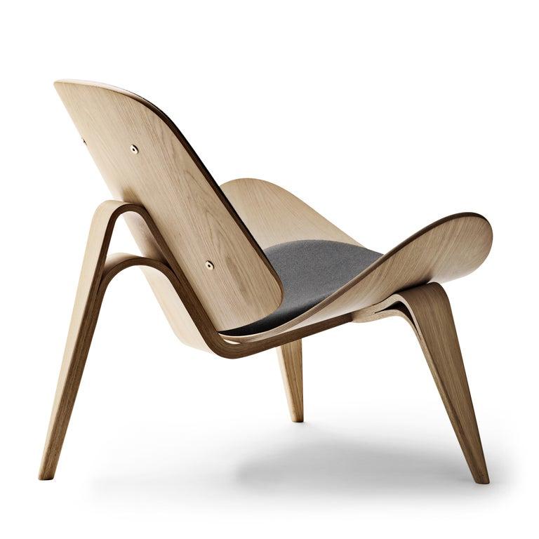 For Sale: Black (Kvadrat DivinaMelange 180) CH07 Shell Chair in Oak White Oil with Foam Seat by Hans J. Wegner 3