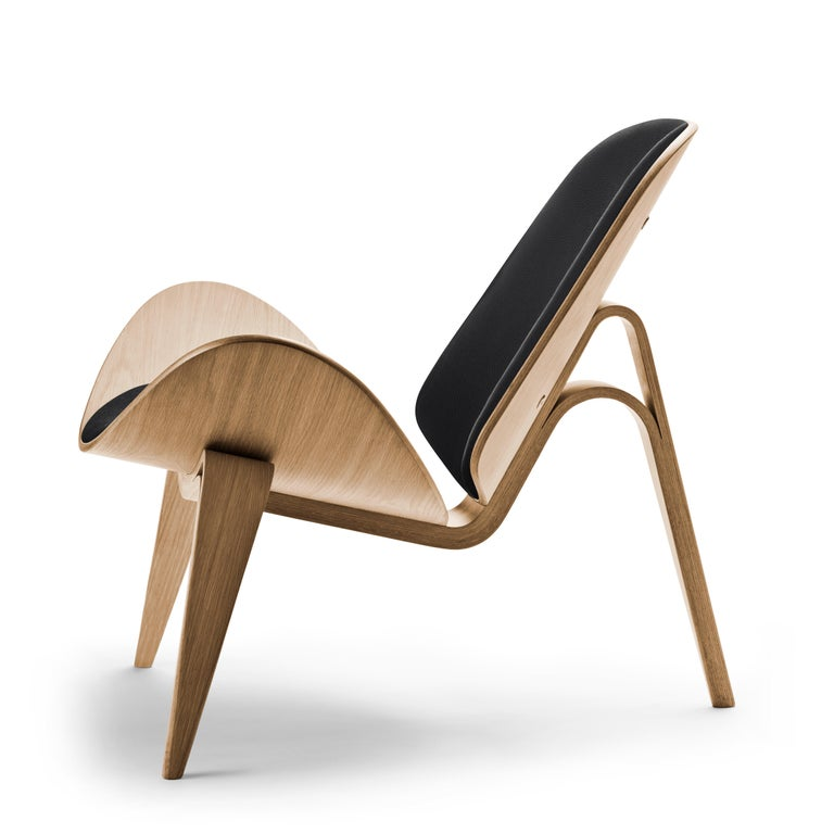 For Sale: Black (Thor 301) CH07 Shell Chair in Oiled Oak with Foam Seat by Hans J. Wegner 2