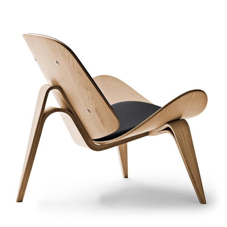 For Sale: Black (Thor 301) CH07 Shell Chair in Oiled Oak with Foam Seat by Hans J. Wegner 3
