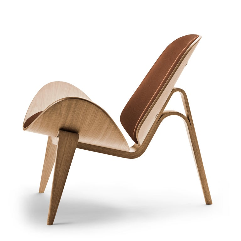 For Sale: Brown (Thor 307) CH07 Shell Chair in Oiled Oak with Foam Seat by Hans J. Wegner 2