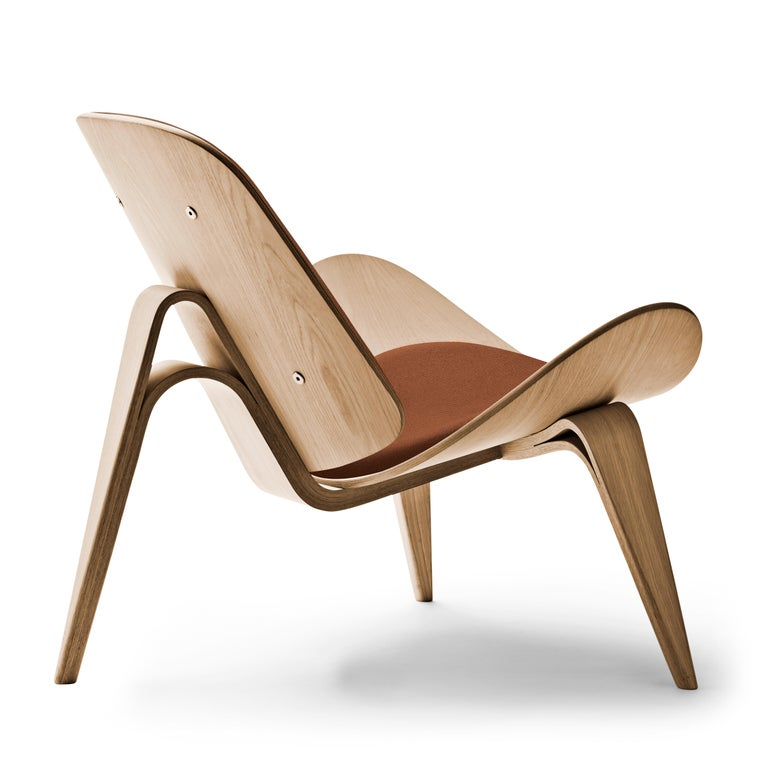 For Sale: Brown (Thor 307) CH07 Shell Chair in Oiled Oak with Foam Seat by Hans J. Wegner 3