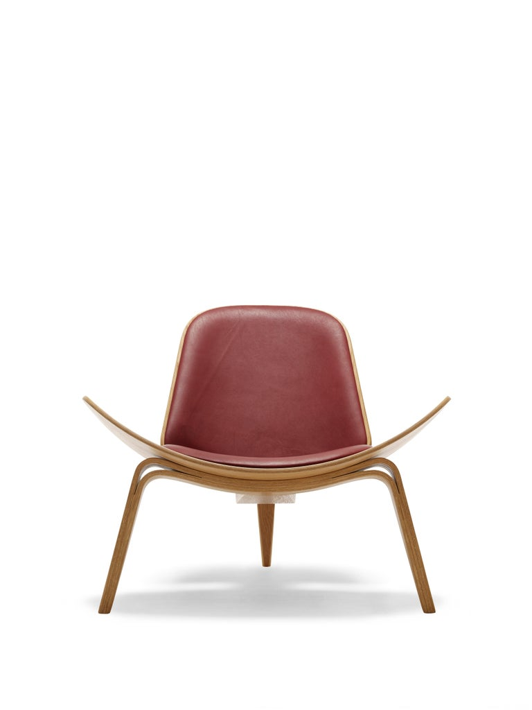 For Sale: Red (Thor 332) CH07 Shell Chair in Oiled Oak with Foam Seat by Hans J. Wegner