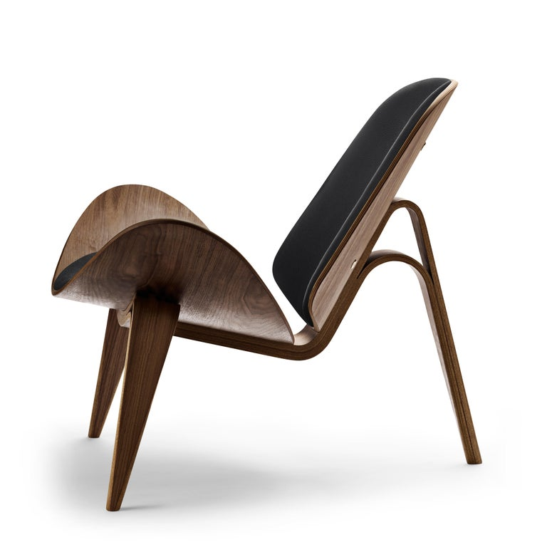 For Sale: Black (Thor 301) CH07 Shell Chair in Walnut Oil with Leather Seat by Hans J. Wegner 2