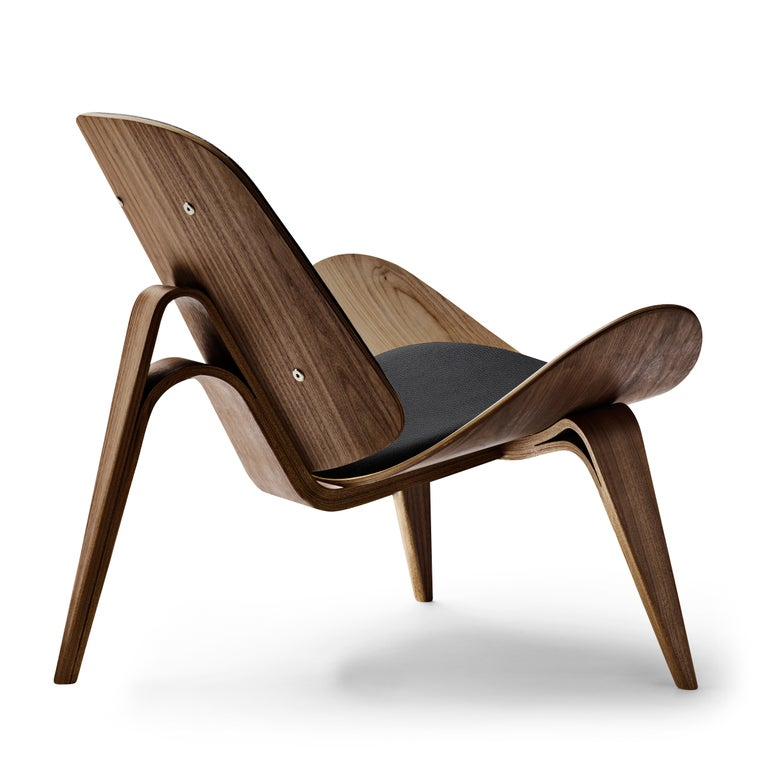 For Sale: Black (Thor 301) CH07 Shell Chair in Walnut Oil with Leather Seat by Hans J. Wegner 3