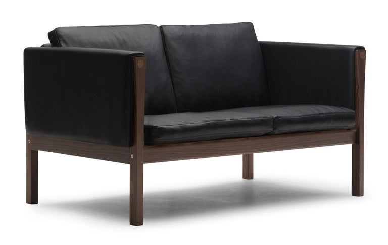 For Sale: Black (Thor 301) CH162 Sofa in Walnut Oil Frame with Leather Upholstery by Hans J. Wegner 2