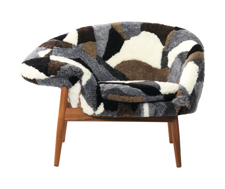 For Sale: Multi (Sheep Mix) Fried Egg Chair Sheep Chair, by Hans Olsen from Warm Nordic 2