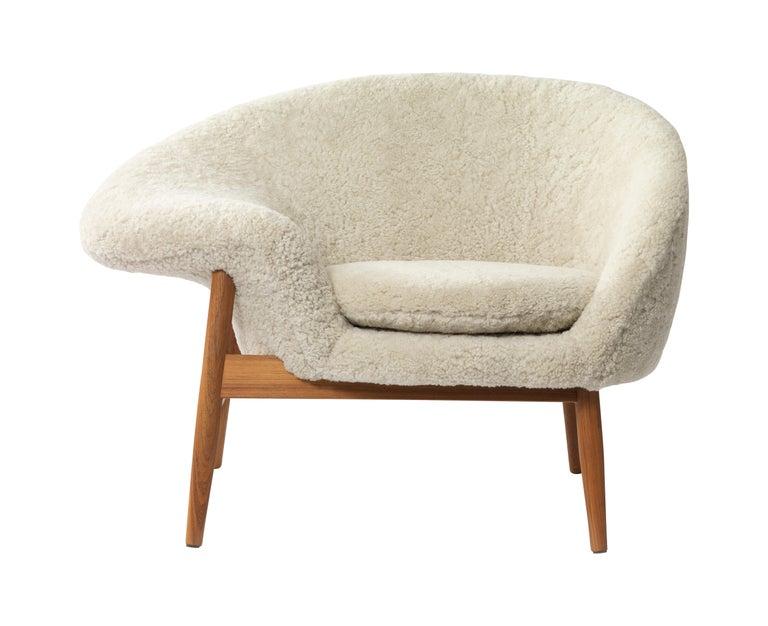 For Sale: Beige (Sheep Moonlight) Fried Egg Chair Sheep Chair, by Hans Olsen from Warm Nordic