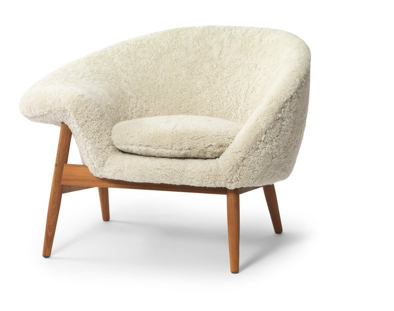 For Sale: Beige (Sheep Moonlight) Fried Egg Chair Sheep Chair, by Hans Olsen from Warm Nordic 2