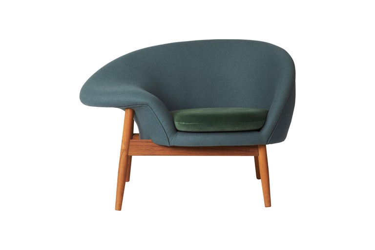 For Sale: Blue (Hero 991, Ritz 6381) Fried Egg Two-Tone Chair, by Hans Olsen from Warm Nordic