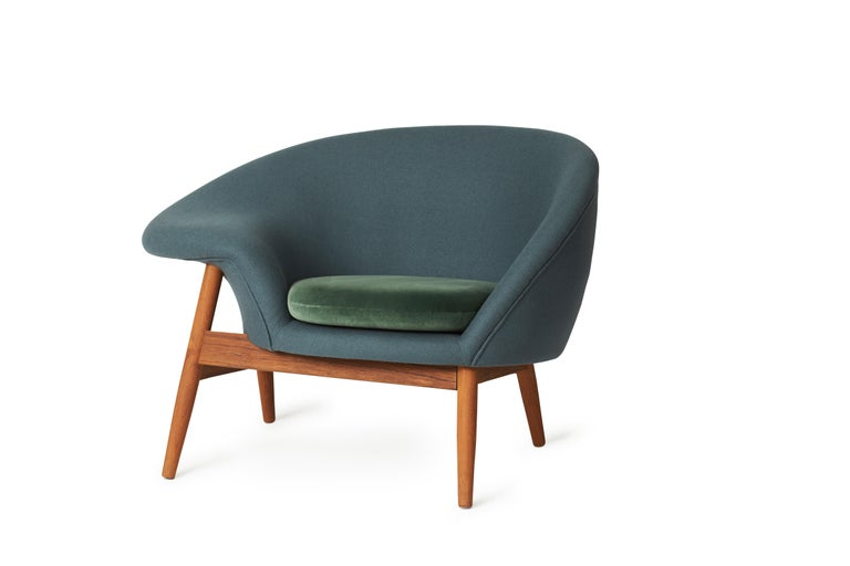 For Sale: Blue (Hero 991, Ritz 6381) Fried Egg Two-Tone Chair, by Hans Olsen from Warm Nordic 2