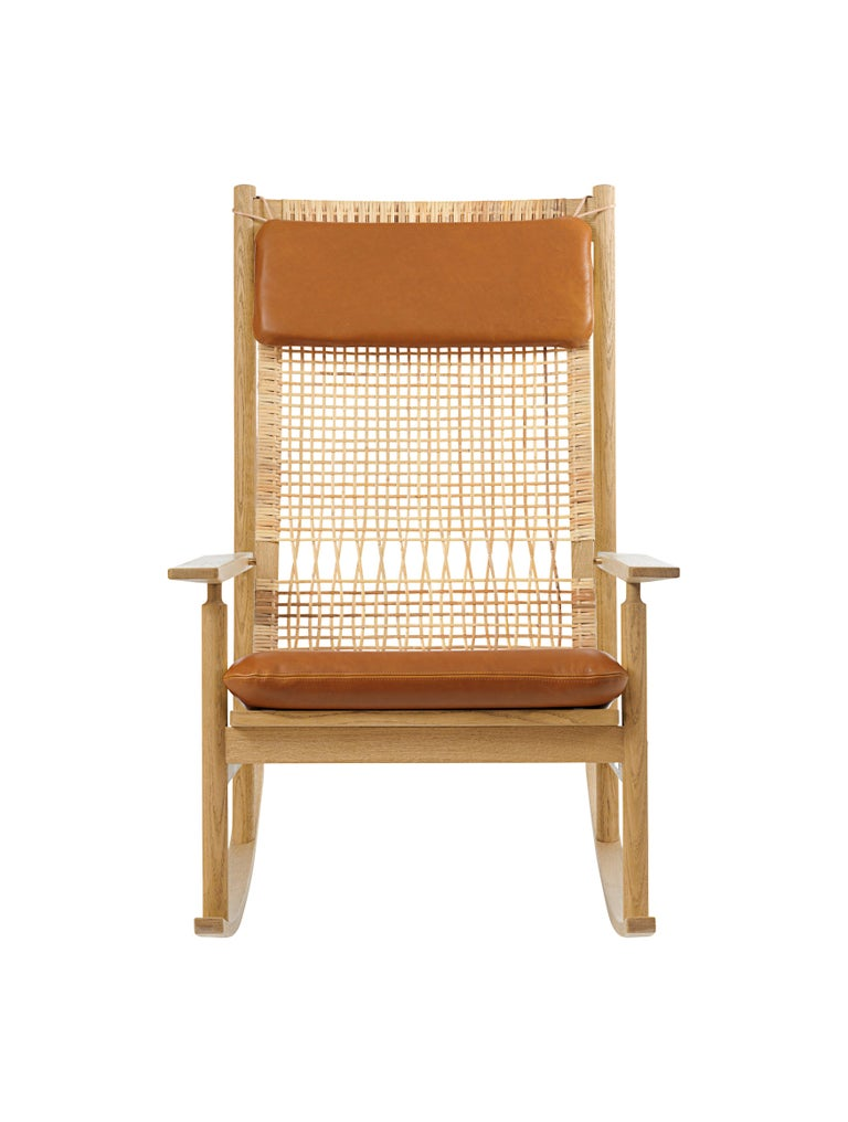 For Sale: Brown (Silk 0250) Swing Rocking Chair in Oak, by Hans Olsen from Warm Nordic