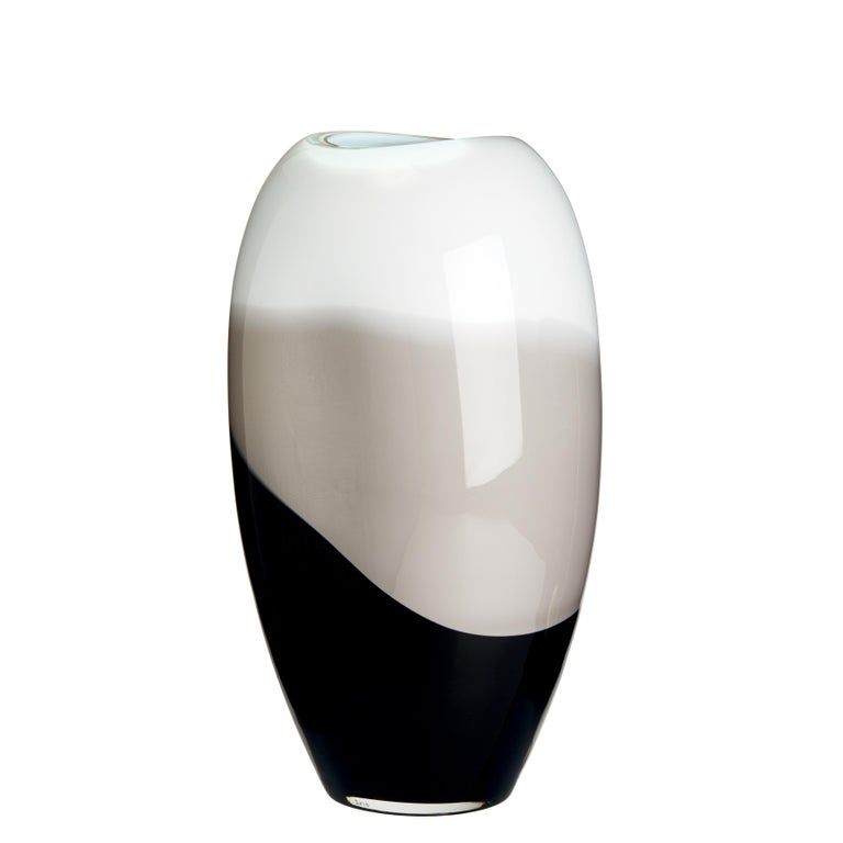 Small Ellisse Vase In Ivory Grey And Black Streaks By Carlo Moretti
